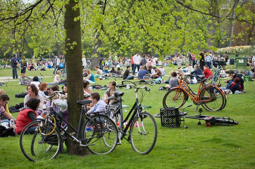 Sunday in Vondelpark - we haven't seen such a crowd yet, but wait till summer comes. © Jorge Royan/http://www.royan.com.ar