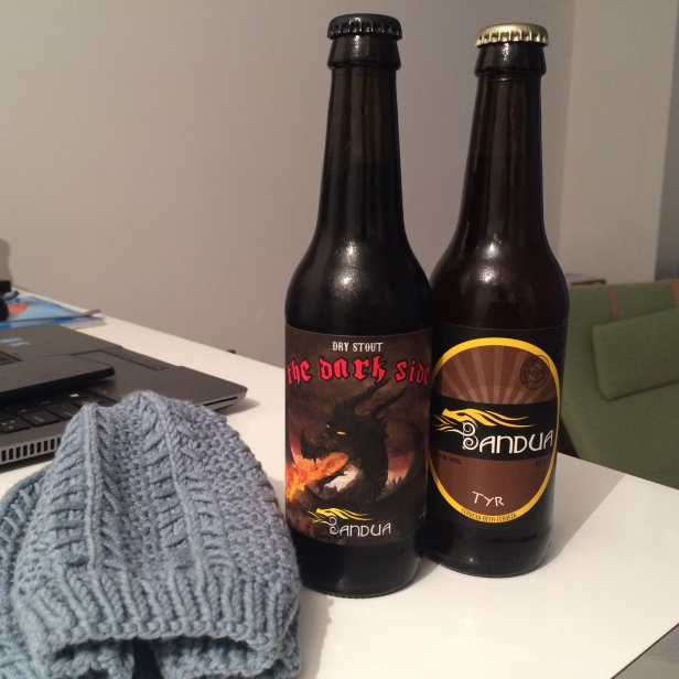 Celebrating finished beanie with Galician craft beer... (in reality starting Saturday movie night)